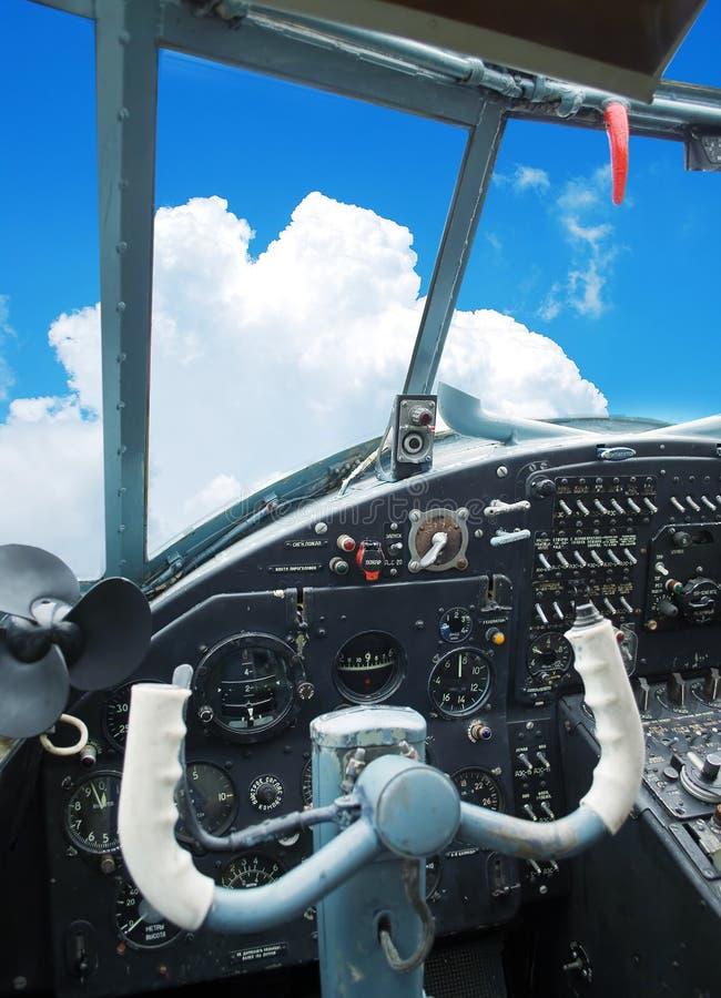 Cabina do piloto de um biplano velho fotos de stock royalty free