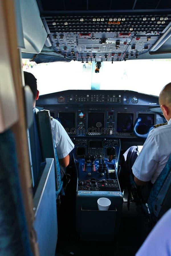 Cabina do piloto do avião foto de stock