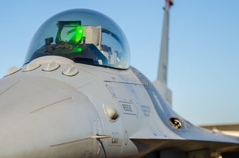 Cabina do piloto do falcão F-16 foto de stock royalty free