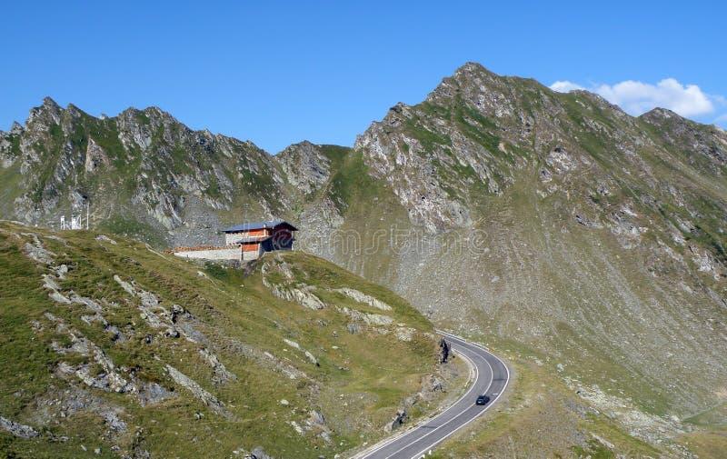 Cabina en la montaña foto de archivo libre de regalías