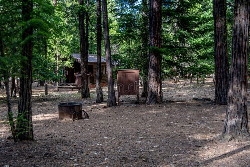 Cabina estándar en el parque del estado de California imagen de archivo