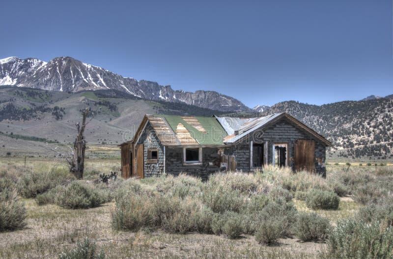 Cabina nelle montagne fotografie stock libere da diritti