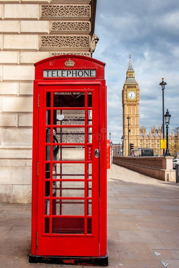 Cabina rossa del telefono di londra immagine stock for Cabina del biscotto di marthastewart com