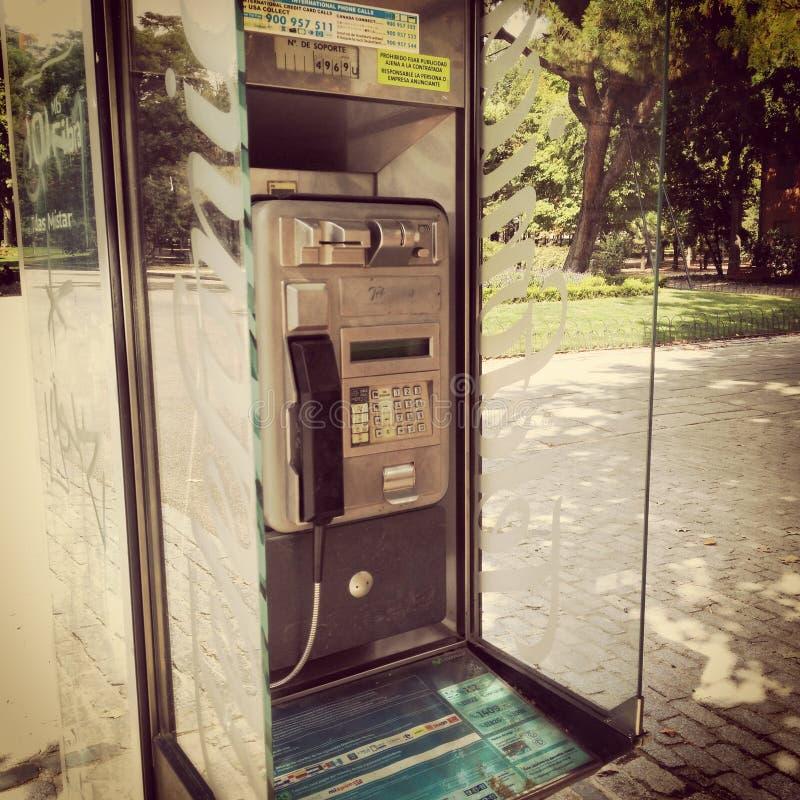 Cabina spagnola antica del telefono di Telefonica immagini stock