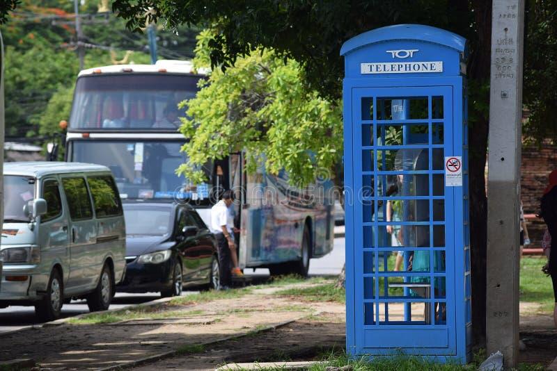Cabina telefonica blu fotografie stock libere da diritti