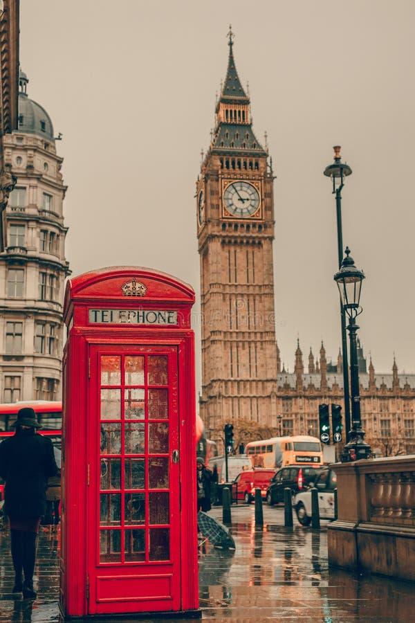 Cabina telefonica rossa e Big Ben Londra, Regno Unito fotografia stock libera da diritti