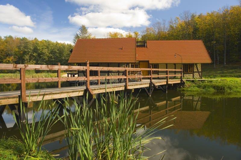Cabina y puente en maderas fotos de archivo libres de regalías