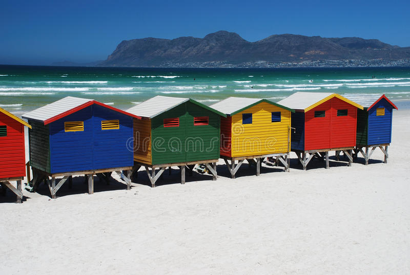 Chozas de la playa en Muizenberg, Suráfrica foto de archivo libre de regalías