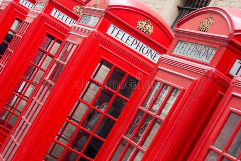 Cabinas de teléfonos inglesas rojas foto de archivo