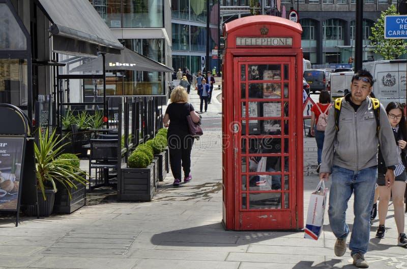 Cabinas del teléfono de Londres imagenes de archivo