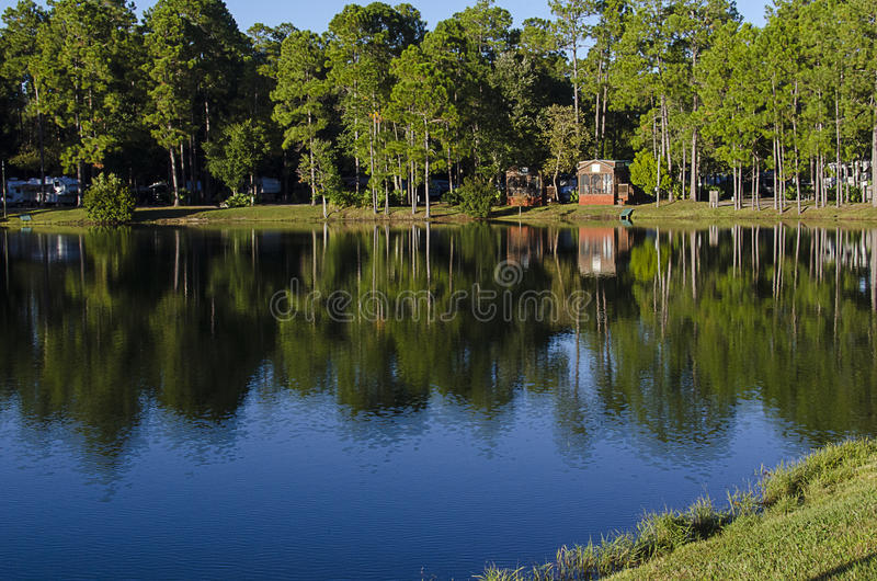 Cabinas rústicas del lago en la Florida fotos de archivo libres de regalías