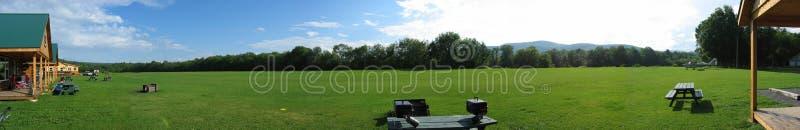 Cabine & campo de registro panorâmicos fotografia de stock royalty free