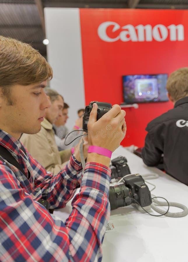 Cabine da empresa de Canon na ECO 2015, o comércio o maior s da eletrônica fotos de stock