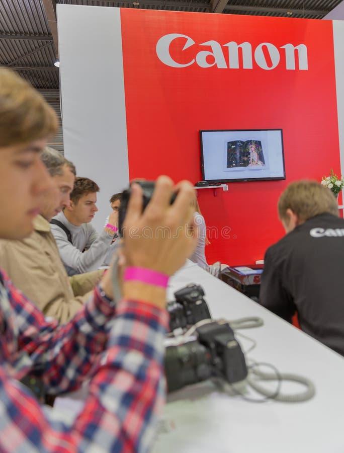 Cabine da empresa de Canon na ECO 2015, o comércio o maior s da eletrônica fotografia de stock