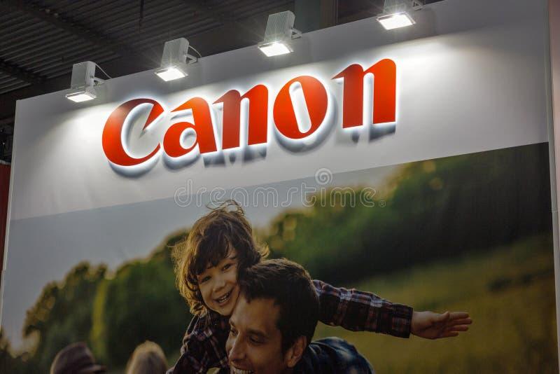Cabine de Canon durante ECO 2017 em Kiev, Ucrânia fotografia de stock