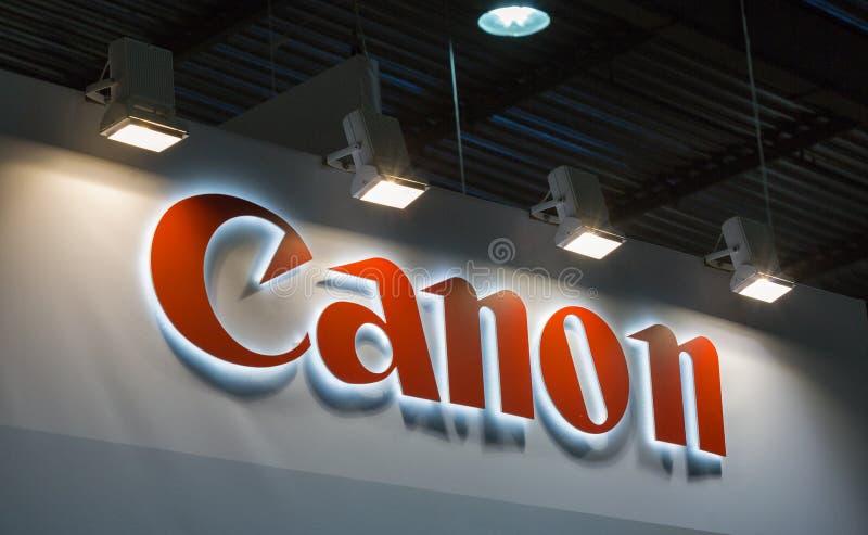 Cabine de Canon durante ECO 2017 em Kiev, Ucrânia foto de stock royalty free