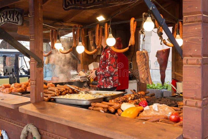Cabine de nourriture de Cracovie Cracovie Pologne vendant la nourriture polonaise traditionnelle de rue Nourriture polonaise trad photographie stock libre de droits