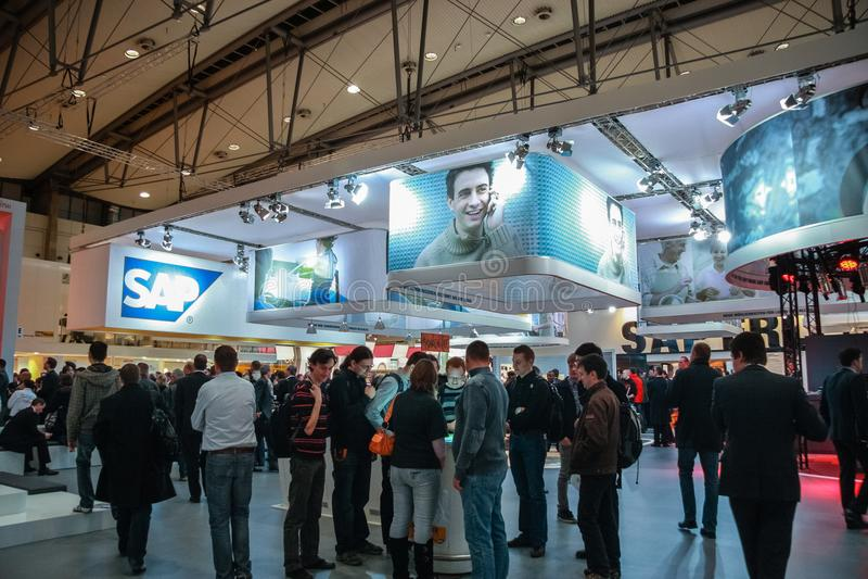 Cabine de société de SAP au salon commercial de technologie de l'information du CeBIT photographie stock
