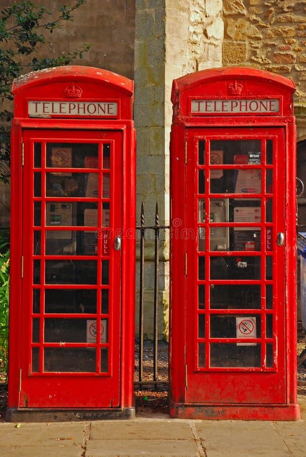 Cabine de téléphone deux rouge britannique image stock