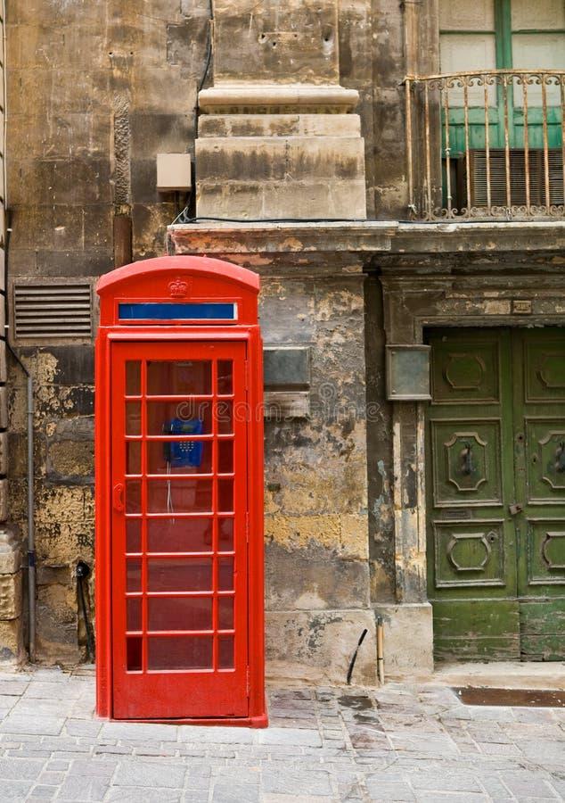 Cabine de téléphone rouge de vieux type images libres de droits