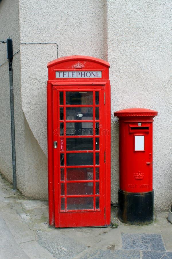 Cabine de téléphone rouge et Letterbox images stock