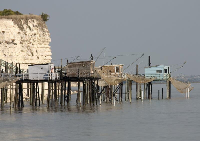 Cabine del Fisher nell'estuario della Gironda, Francia fotografie stock