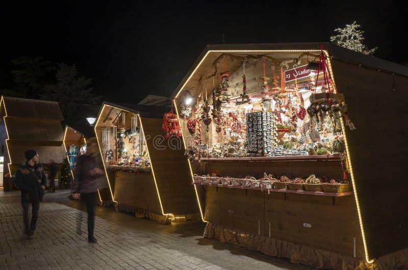 Cabine du marché de Noël dans Merano Tyrol du sud Italie photographie stock libre de droits