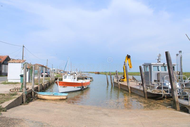 Cabine e barcos da ostra do pescador imagem de stock
