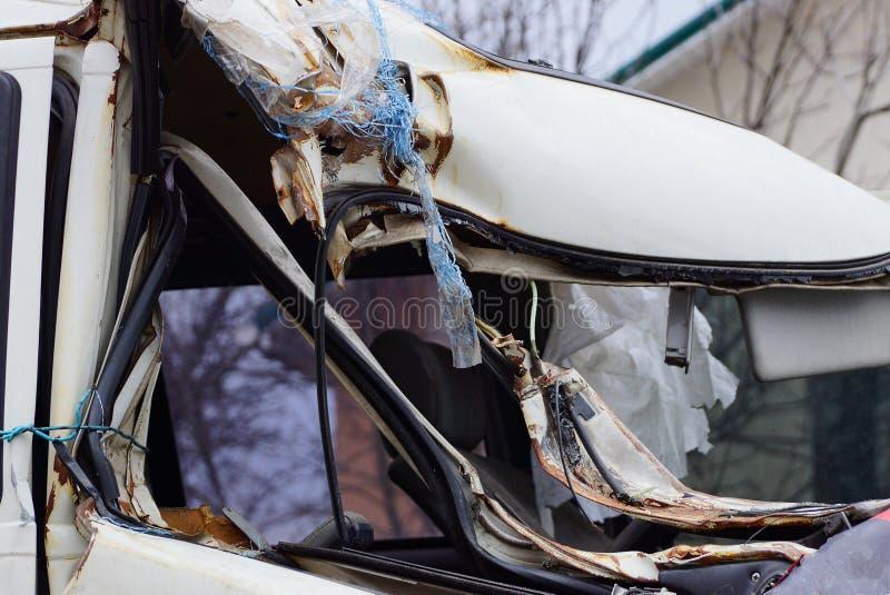 Cabine grise d'une grande voiture cassée photographie stock