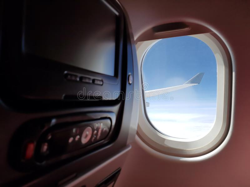 Cabine met LCD monitors met afstandsbediening Het binnenland van het passagiersvliegtuig Het snelle en comfortabele reizen De mon stock foto's