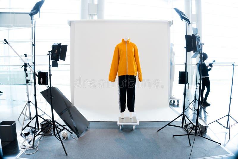 Cabine moderna do estúdio da foto com iluminação do diodo emissor de luz imagens de stock royalty free