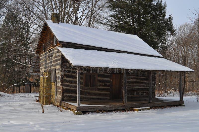 Cabine ou alojamento coberto neve fotografia de stock