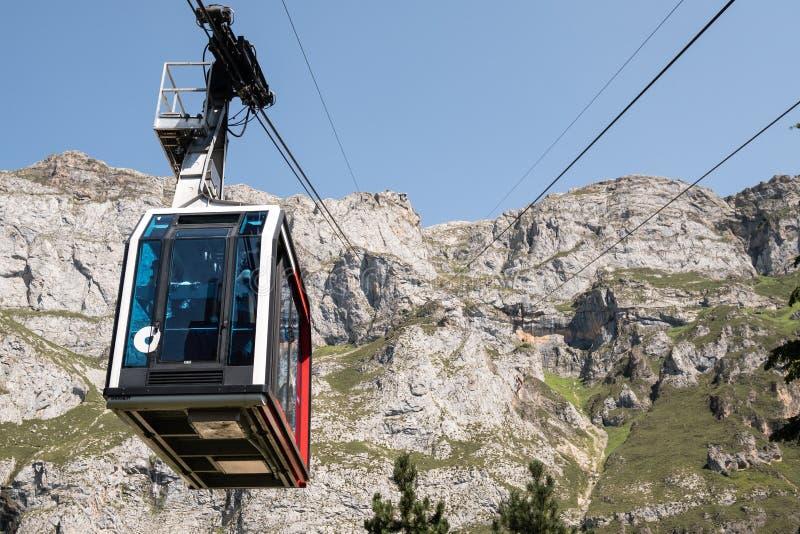 Cabine ou carro do cabo do elevador de esqui fotografia de stock