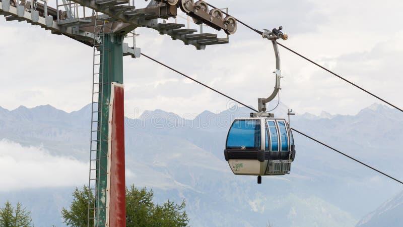 Cabine ou véhicule de câble de levage de ski photographie stock libre de droits