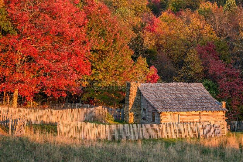 Cabine rústica, cores do outono, parque nacional de diferença de Cumberland imagens de stock royalty free