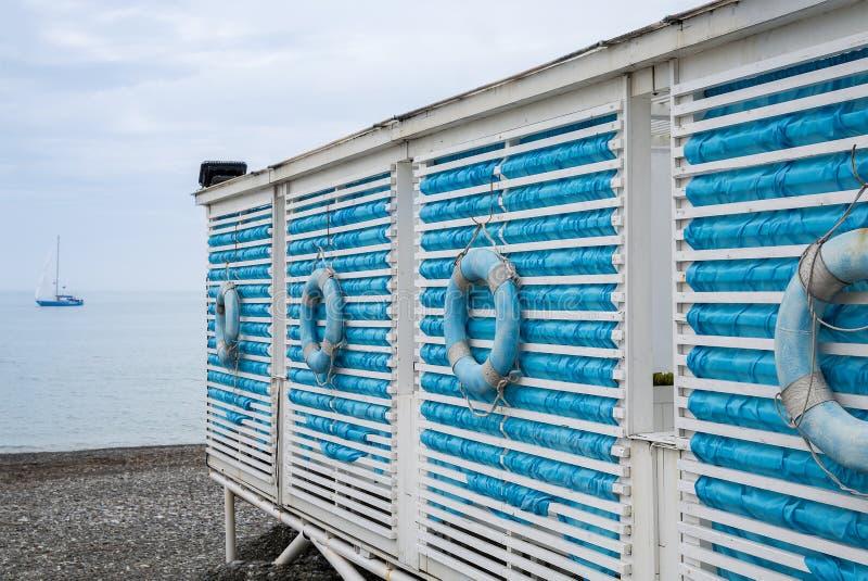 Cabine sulla spiaggia Stile nautico Paesaggio marino fotografie stock libere da diritti