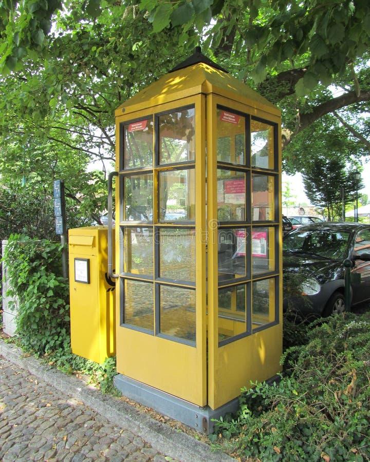 Cabine téléphonique allemande photo libre de droits