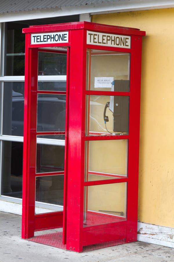 Cabine téléphonique rouge images stock