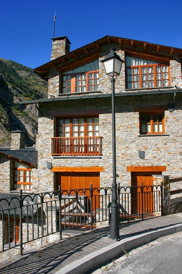 Cabine típica de Pyrenees fotos de stock