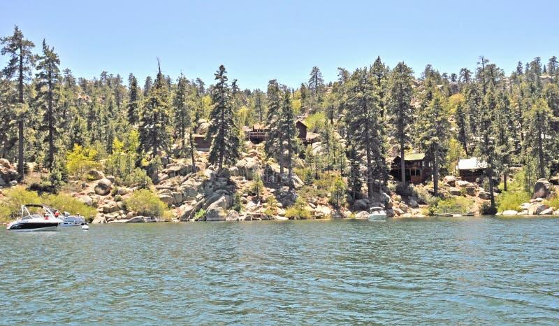 Cabines da montanha/lago big Bear imagem de stock royalty free