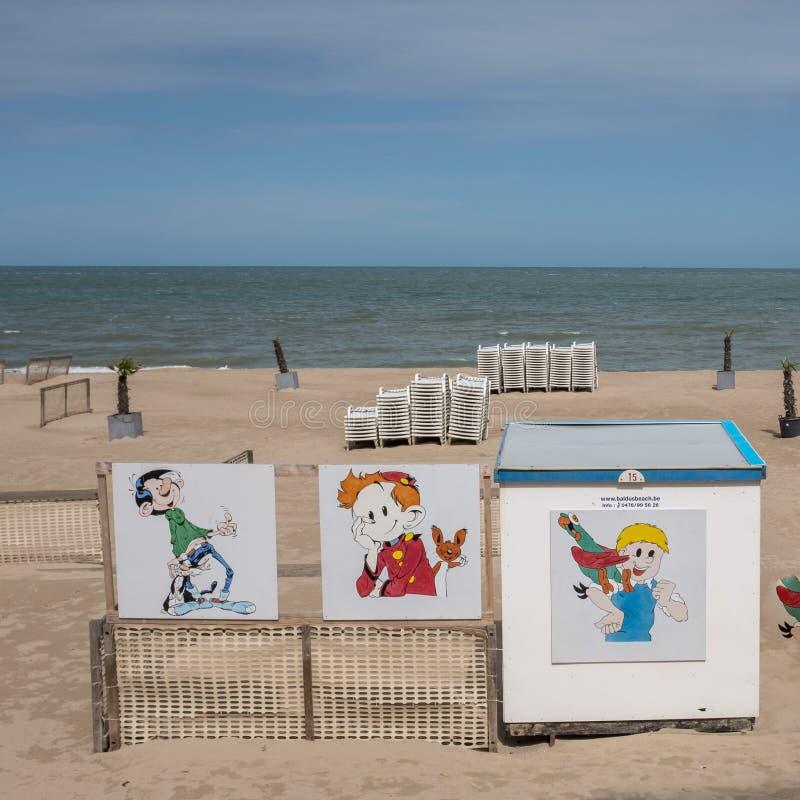 Cabines da praia decoradas com cabinart popular da arte finala imagens de stock