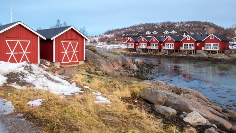 Cabines de Rorbu em Stokmarknes, Vesteralen, Noruega fotografia de stock royalty free