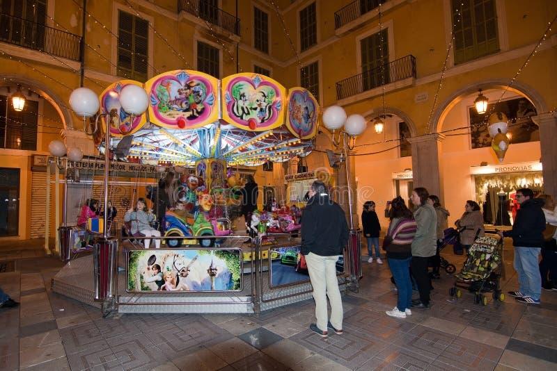Cabines de vendeur et lumières de fête image libre de droits