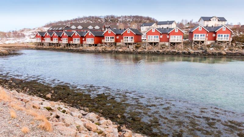 Cabines do rorbu da margem em Stokmarknes, Noruega imagens de stock