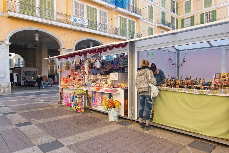 Cabines du marché de maire Christmas de plaza photo stock