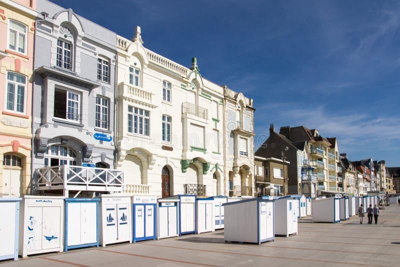 Cabines et villa's sur La digue DE Wimereux stock afbeeldingen