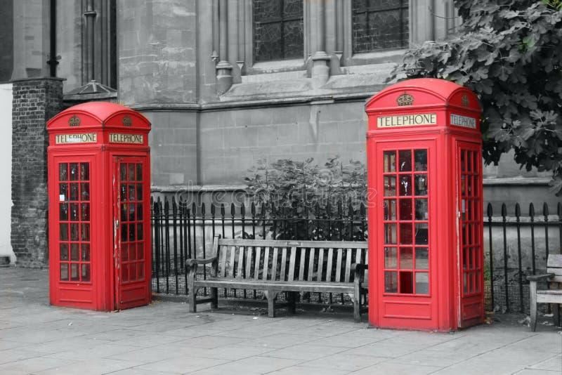Cabines téléphoniques de Londres image stock
