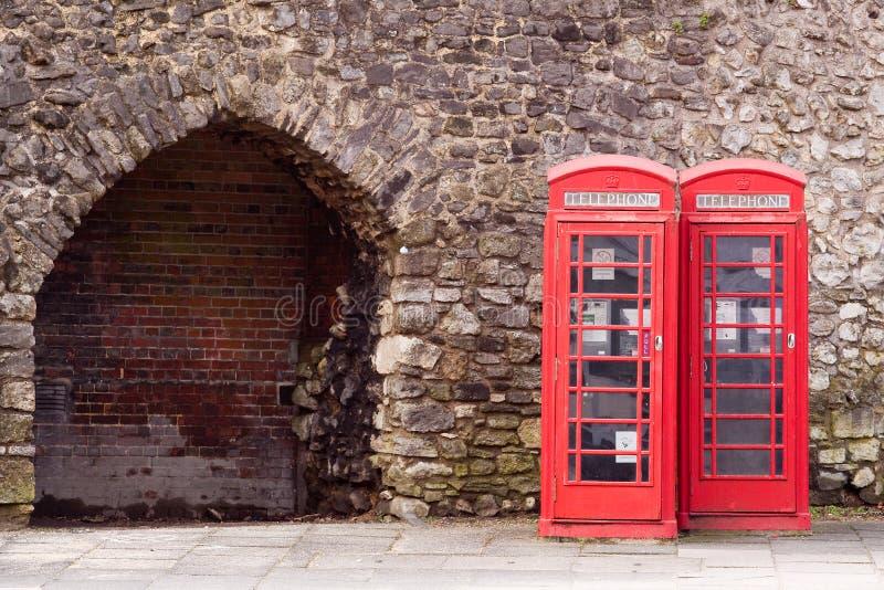 Cabines téléphoniques rouges jumelles photo libre de droits