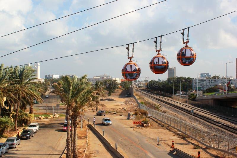 Cabines van kabelwagen tot de bovenkant van Carmel Mountain, Haifa, Israël stock foto's