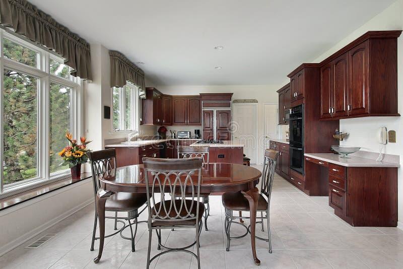 cabinetry drewno czereśniowy kuchenny obrazy stock